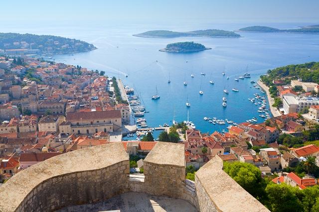 Las 5 islas m s bonitas de croacia logitravel blog for Hvar tourismus